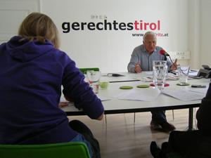 Fritz Dinkhauser bei einer Pressekonferenz