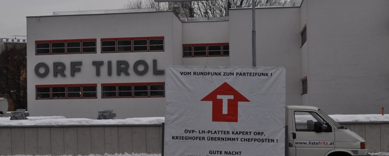 Parteifunk-Transparent der Liste Fritz vor dem ORF Tirol