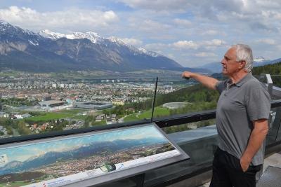 Fritz Dinkhauser vor der Ferrariwiese in Innsbruck