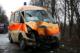Ein Rettungswagen mit Schaden