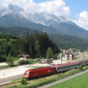 Der Direktzug Lienz-Innsbruck bei Vierschach