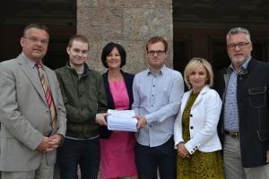 Vertreter der Tiroler Opposition mit den Direktzug-Aktivisten Zanon und Mairginter