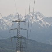 Ein Strommasten in Tirol