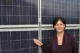 Andrea Haselwanter-Schneider vor einer Photovoltaik-Anlage