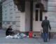 Eine Bettlerin in den Straßen von Innsbruck