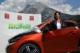 Andrea Haselwanter-Schneider mit einem Elektro-Auto in Telfs
