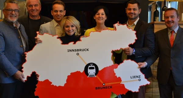 Foto von der Pressekonferenz im Rahmen des Dreierlandtags