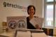 Andrea Haselwanter-Schneider mit dem offenen Brief zum Thema Schulbus