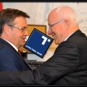 Günther Platter und Herwig van Staa mit dem Hypo Tirol Bank Logo