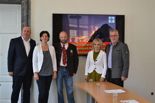 Andrea Haselwanter-Schneider und ihre Kollegen von der Tiroler Opposition