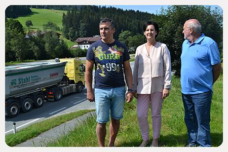 Andrea Haselwanter-Schneider beim Lokalaugenschein in Scheffau