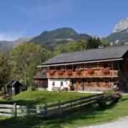 Ein altes Bauernhaus in den Bergen
