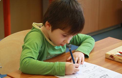 Ein Kind in der Schule