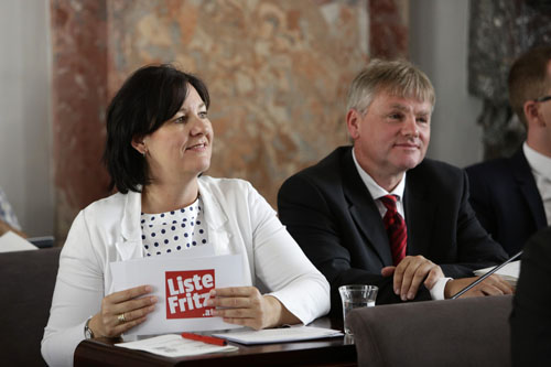 Andrea Haselwanter-Schneider und Peter Rauchegger im Landtag